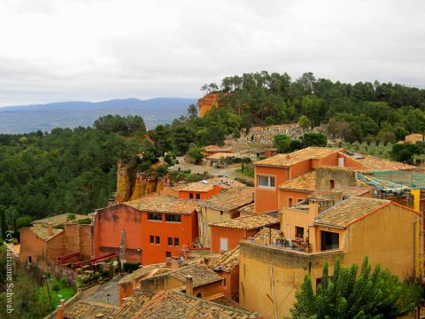 Roussillon, France: A Walking Tour of A Luberon Village: www.best-travel-deals-tips.com/roussillon-france.html